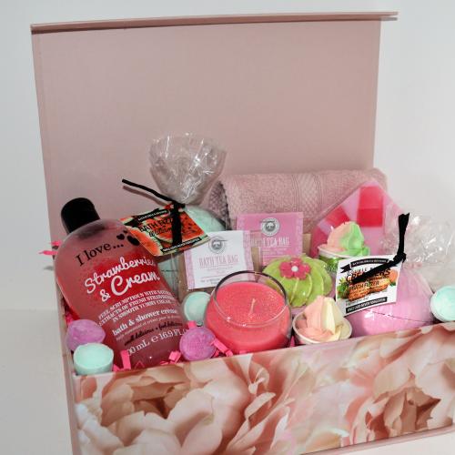 Ladies Girl Friend Happy 40th Birthday Bath Bomb Muffin Gift Box Pamper Hamper